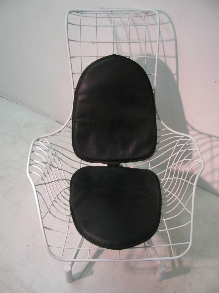 Rare to find with the original pads, this lounge chair is in excellent condition. Pads are amazingly in great condition also.