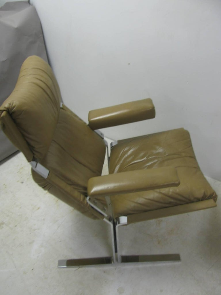 Mid-20th Century Mid-Century Modern Leather Lounge Chair with Ottoman by Richard Hersberger For Sale