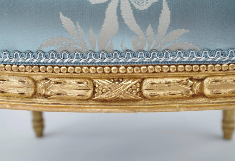 Pair of Louis XVI Style Giltwood Armchairs, Medallion Shape Backrest, circa 1880 In Excellent Condition In Saint-Ouen, FR