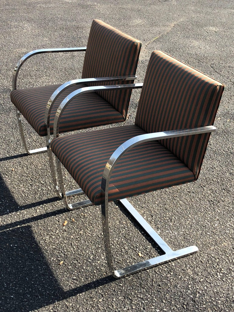 Pair of Flat Bar Brno Chairs attributed to Ludwig Mies van der Rohe for Knoll For Sale 1