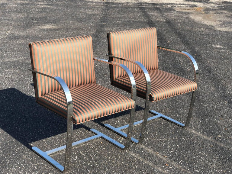 Mid-Century Modern Pair of Flat Bar Brno Chairs attributed to Ludwig Mies van der Rohe for Knoll For Sale