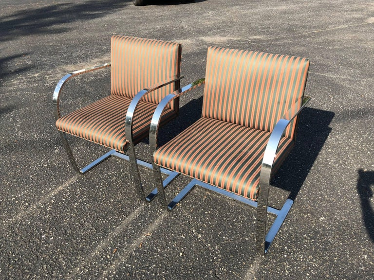 Late 20th Century Pair of Flat Bar Brno Chairs attributed to Ludwig Mies van der Rohe for Knoll For Sale