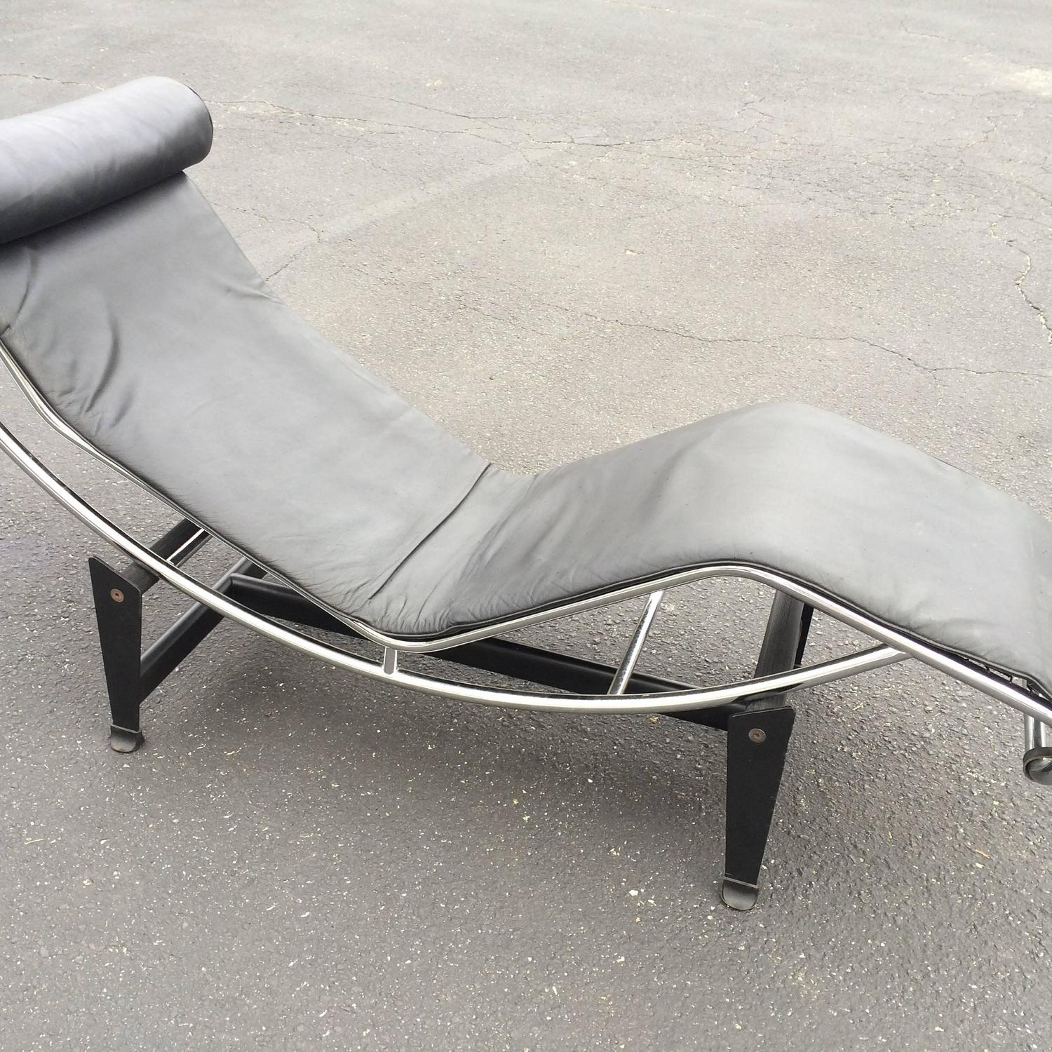 Le corbusier lc4 chaise longue in black leather at 1stdibs for Black leather chaise