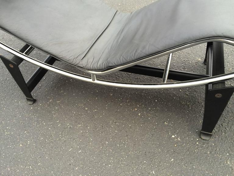 Le corbusier lc4 chaise longue in black leather at 1stdibs for Chaise longue lc4 le corbusier 1928