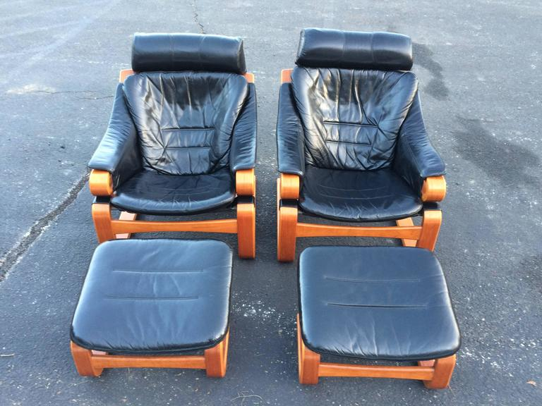 Mid-Century Modern Pair of Danish Modern Leather Lounge Chairs with Ottomans For Sale