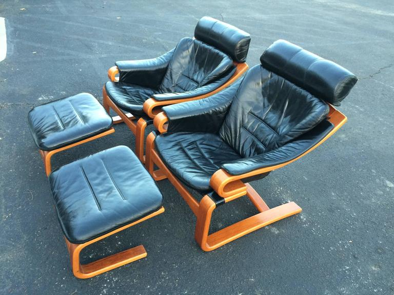 Pair of Danish Modern Leather Lounge Chairs with Ottomans In Excellent Condition For Sale In Redding, CT