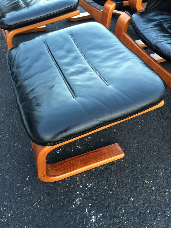 Pair of Danish Modern Leather Lounge Chairs with Ottomans For Sale 1
