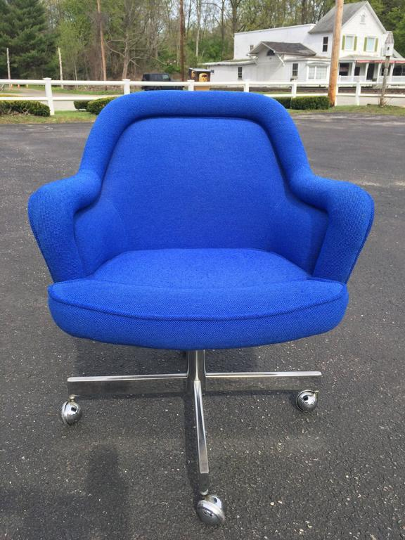 Mid-Century Swivel Chair in the Style of Max Pearson. With its original electric blue upholstery this chair swivels and rolls on its chrome ball bearing castors. Fun for office or any Mid-Century home. Very good condition! Most likely manufactured
