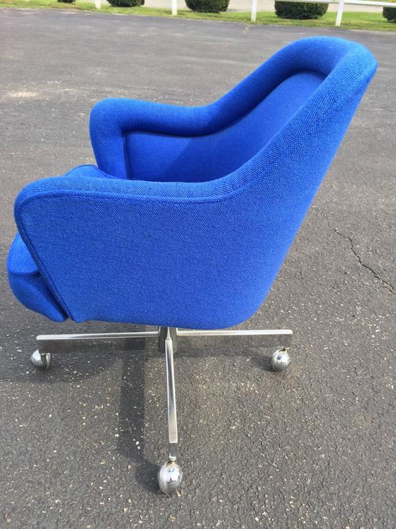 American Mid-Century Swivel Chair in the Style of Max Pearson