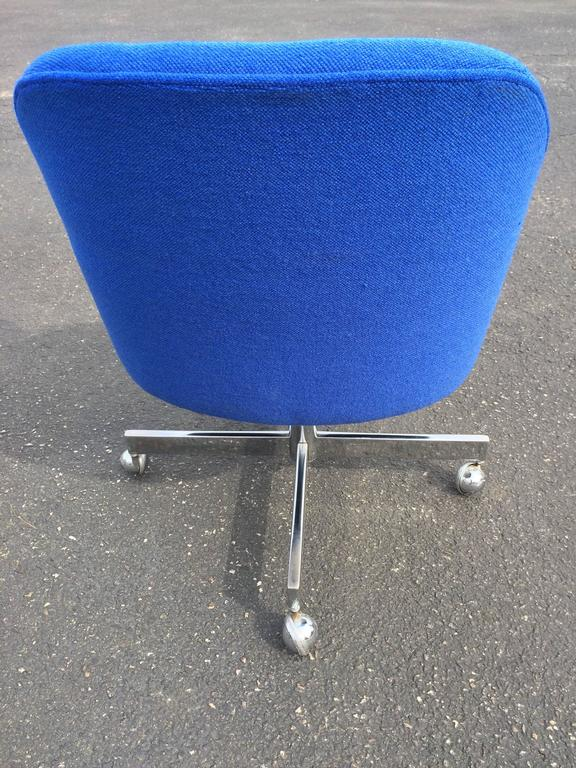 Mid-20th Century Mid-Century Swivel Chair in the Style of Max Pearson