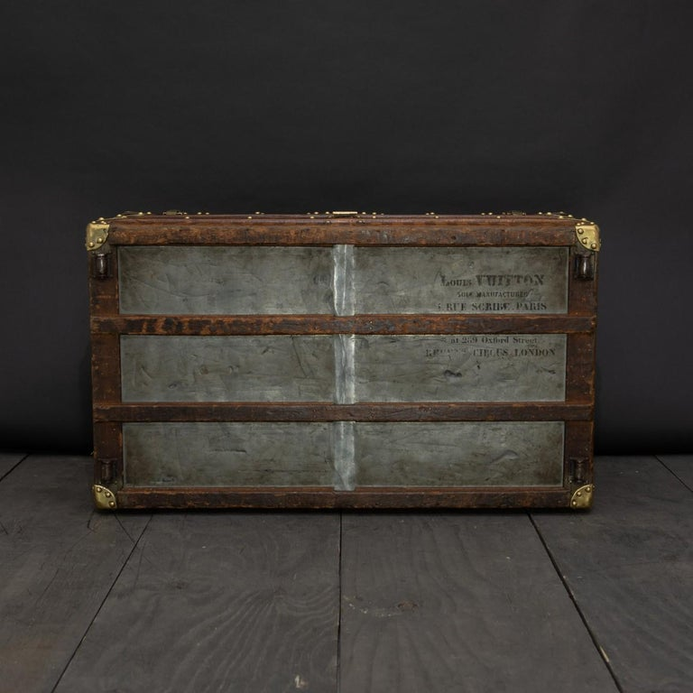 Rare Striped Louis Vuitton Trunk, circa 1885 For Sale 3