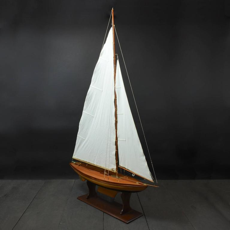 Pond Yacht model 'Grace' c1935 In Excellent Condition For Sale In London, GB
