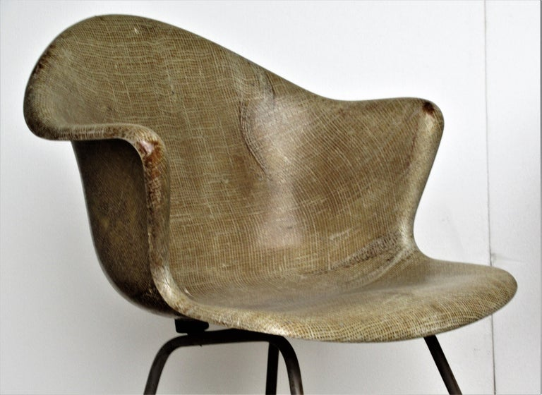 Sculptural Modernist Fiberglass Bucket Chairs For Sale at 1stdibs