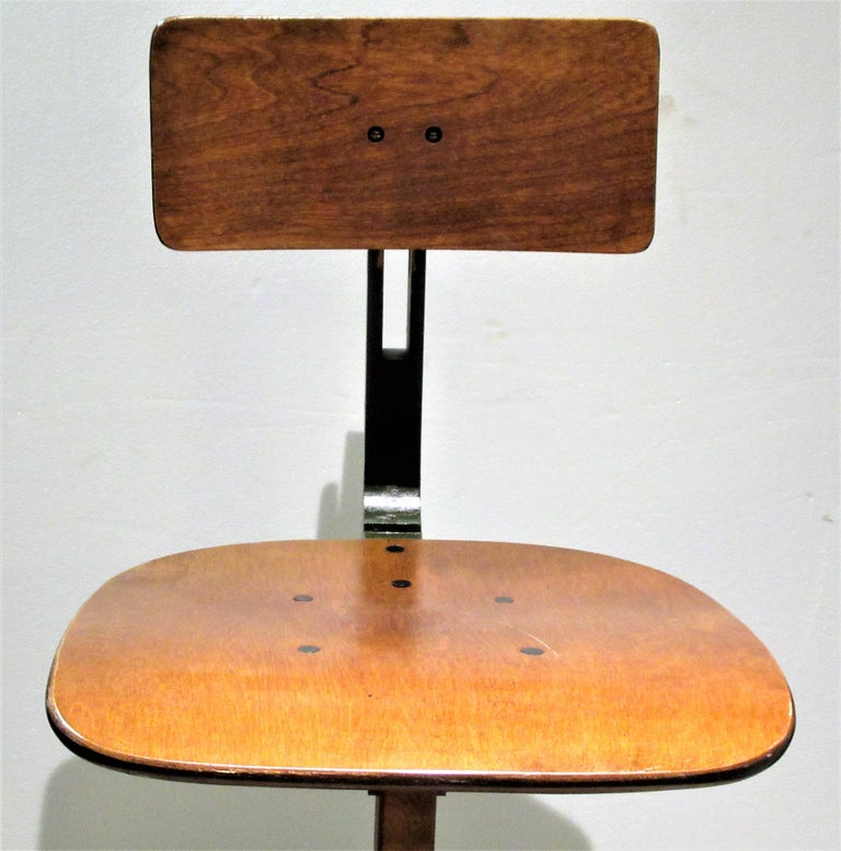 Painted American Industrial Automatic Adjustable Stool circa 1930 - 1940 For Sale