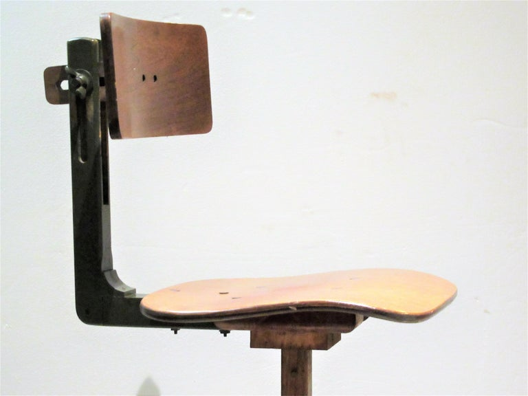 American Industrial Automatic Adjustable Stool circa 1930 - 1940 For Sale 2