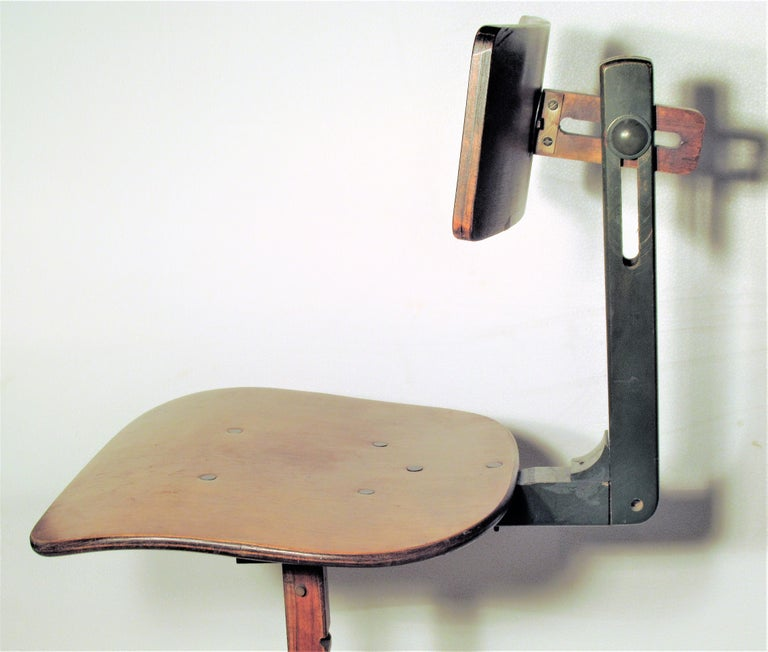 Metal American Industrial Automatic Adjustable Stool circa 1930 - 1940 For Sale