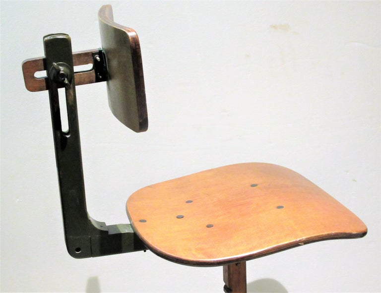 American Industrial Automatic Adjustable Stool circa 1930 - 1940 For Sale 7