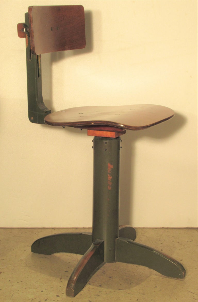 American Industrial Automatic Adjustable Stool circa 1930 - 1940 For Sale 13