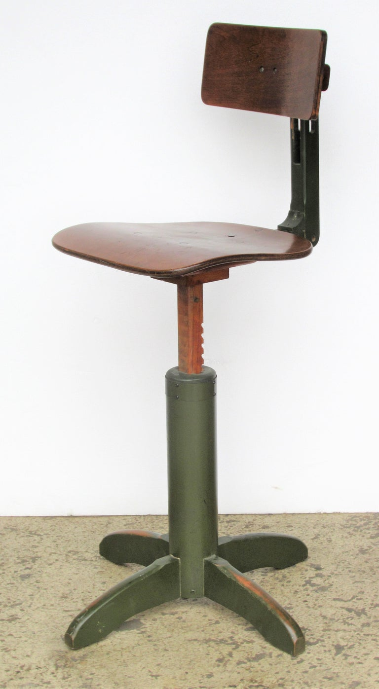 American Industrial Automatic Adjustable Stool circa 1930 - 1940 For Sale 14
