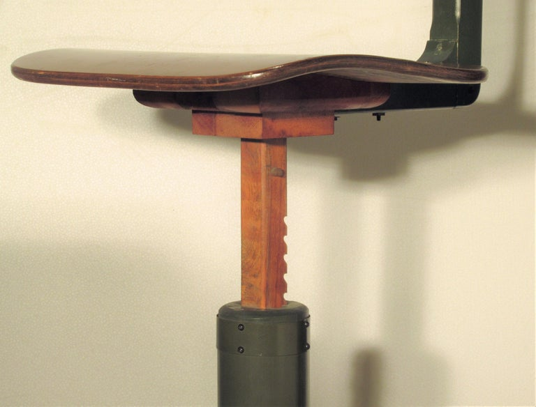 American Industrial Automatic Adjustable Stool circa 1930 - 1940 For Sale 9