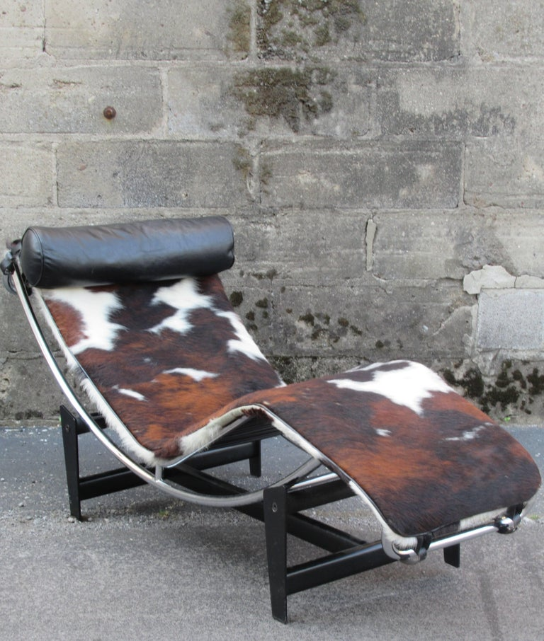 Le corbusier lc4 chaise longue at 1stdibs for Chaises longues tressees