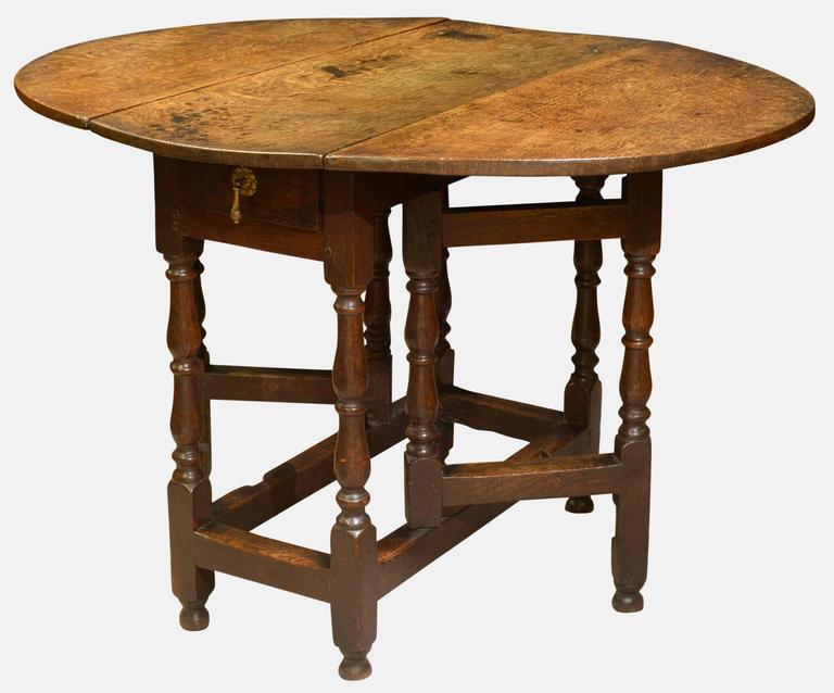 A Fine Early 18th Century Small Oak Gateleg Table The Top Of Quarter Cut Planks With