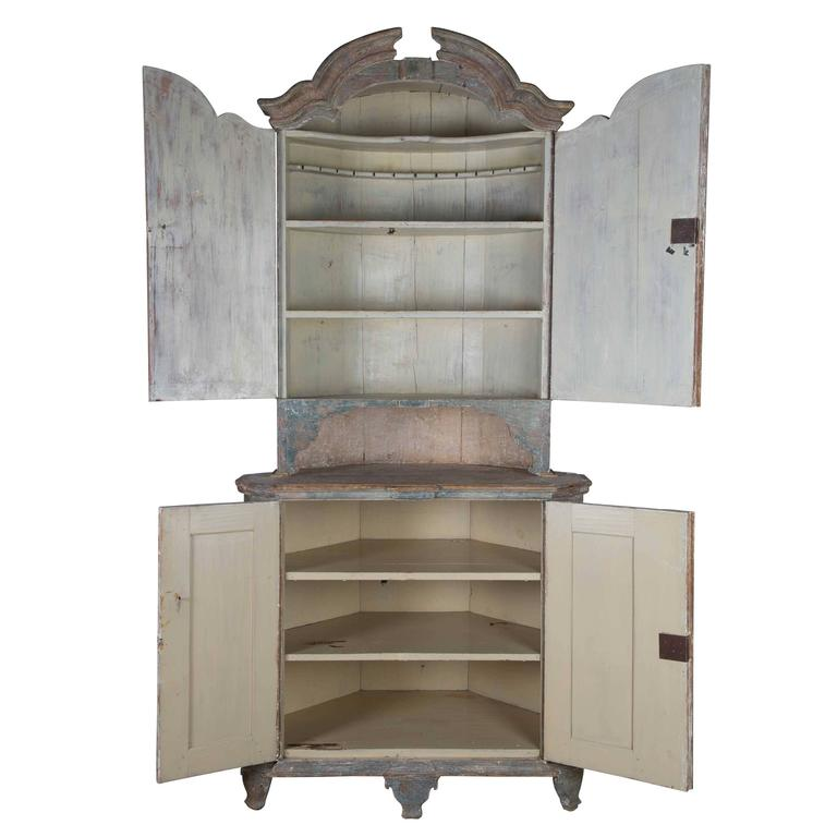 Swedish Corner Cupboard In Good Condition For Sale In Gloucestershire, GB
