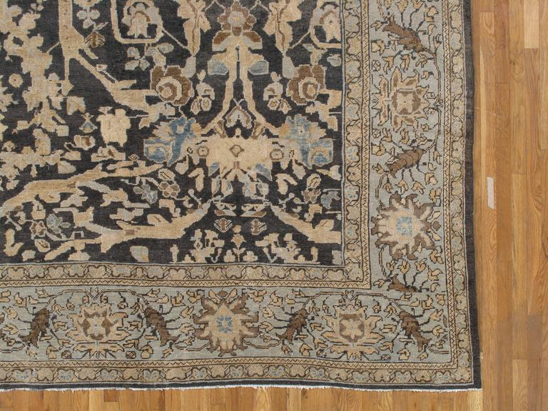 Antique Sultanabad, Handmade Wool Rug, Grey Blue, Ivory, Navy, Tan, Light Blue In Good Condition For Sale In New York, NY