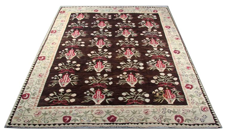 Large and colourful kilim rugs would complement your home as floor rugs and an interior objects of home decor. These large Kilims look beautiful and would stand out as hallway rugs or bedroom rugs. This Kelim is an excellent example of Eastern