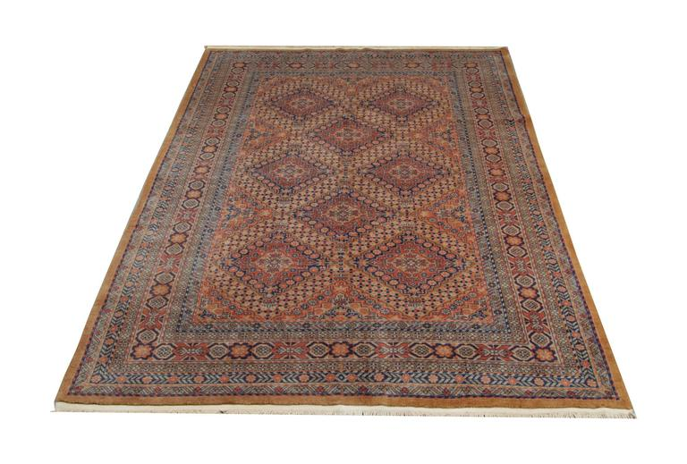 Old Indian rugs are made of wool and cotton and for these traditional rugs are used only 100% natural dyes. This geometric rug is in an excellent condition. The grey rug i s also a vintage rug. The woven rug has a repeating patterns and an all over