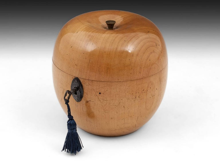 Antique Treen Apple Fruit Tea Caddy with Button Stalk, 19th Century For Sale 2