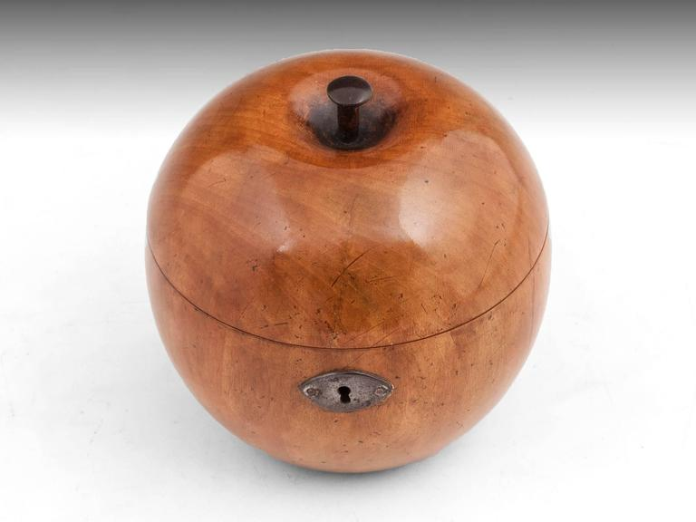 George III Fruitwood Apple Tea Caddy In Excellent Condition For Sale In Northampton, United Kingdom