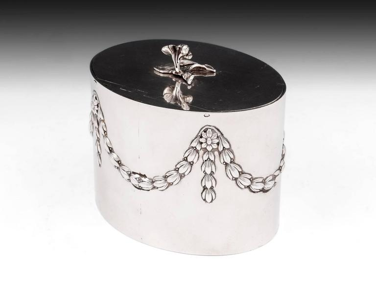 Antique Georgian Sterling Silver Tea Caddy by William Vincent In Good Condition For Sale In Northampton, United Kingdom