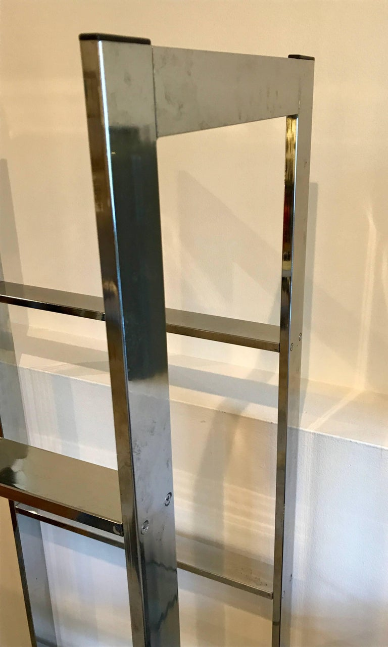 Set of Four Chrome and Mirror Etageres Display Towers or Shelves, 1970s 3