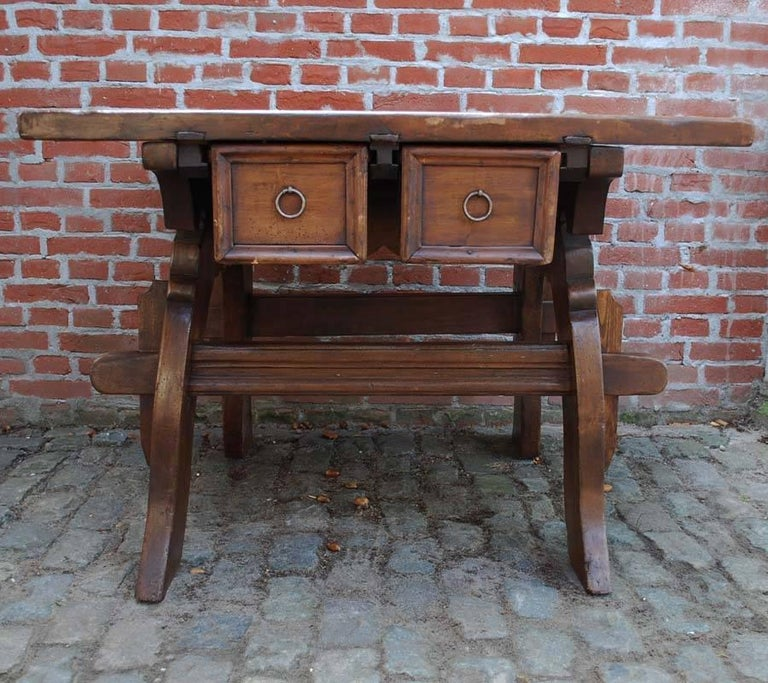 Swiss renaissance banker or merchant table in walnut dating circa 1750 In Good Condition For Sale In Casteren, NL