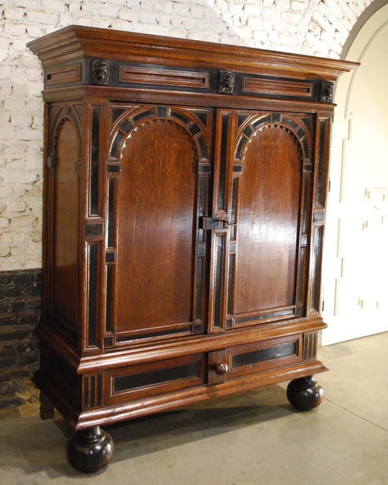 17th Century Dutch Renaissance Oak and Ebony Two-Door Cabinet In Good Condition For Sale In Casteren, NL