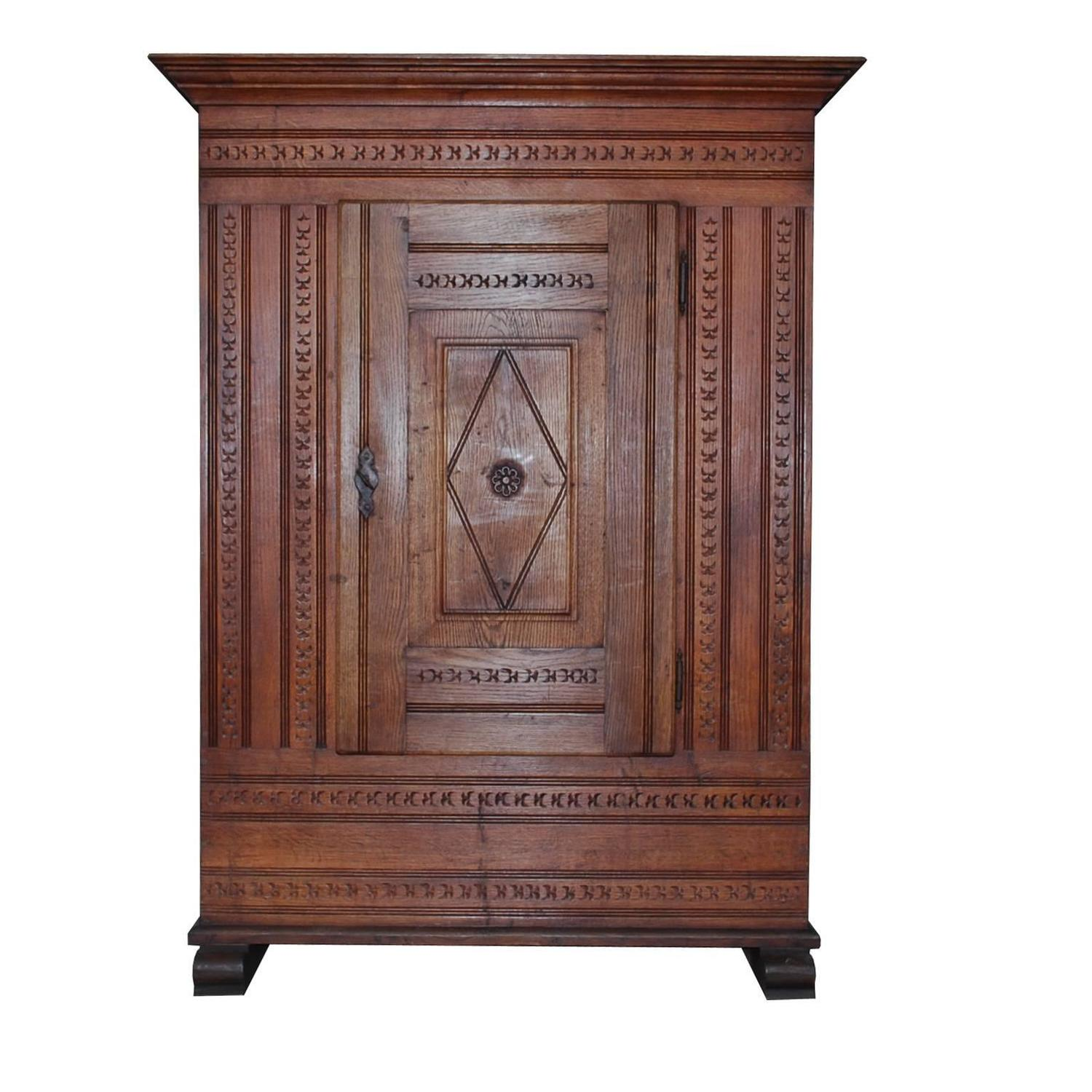 20th century hand carved oakwood cabinet for sale at 1stdibs for Carved kitchen cabinets