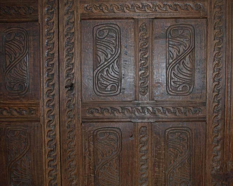 Jakobinischer Eichenschrank aus dem 17. Jahrhundert 6