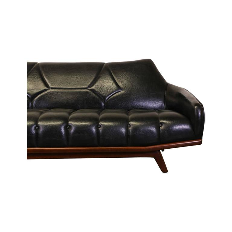 Mid-Century Modern Wing Back Tufted Sofa For Sale 2
