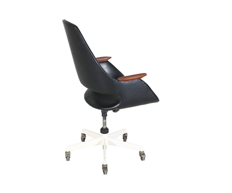 Mid-Century Modern Arthur Umanoff Swivel Office Chair For Sale