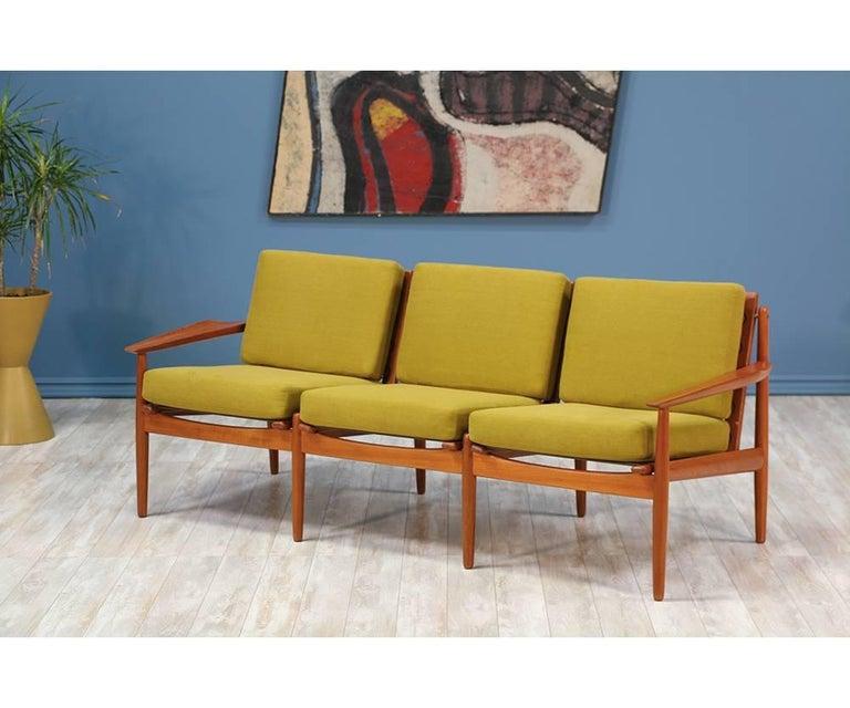 Mid-Century Modern Svend Åge Eriksen Three-Seat Teak Sofa for Glostrup Møbelfabrik For Sale