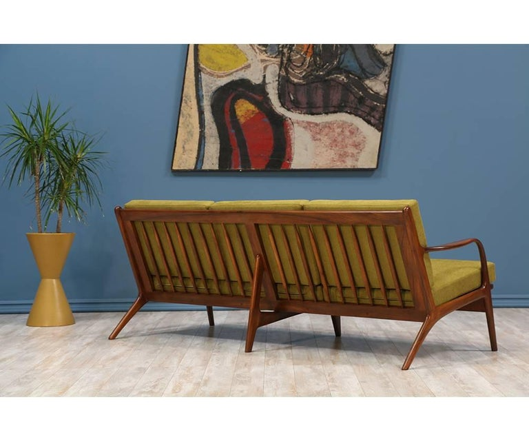 Adrian Pearsall Walnut Sofa for Craft Associates In Excellent Condition For Sale In Los Angeles, CA