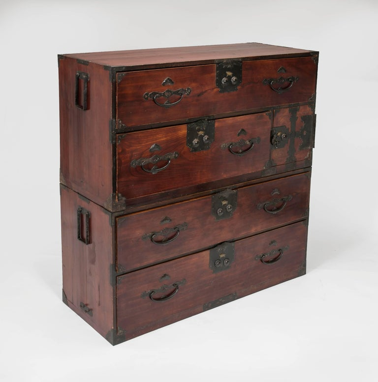 Hand-Crafted Antique Japanese Tansu Chest of Drawers For Sale - Antique Japanese Tansu Chest Of Drawers At 1stdibs