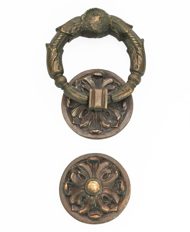French Wreath style bronze door knocker, circa 1900s. Very heavy and good detailed casting of acanthus leaf design. Handsome and strong door knocker. Installed on door surface the depth is 2.75
