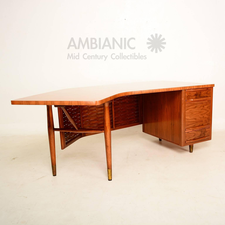 Mid Century Modern Boomerang Desk In Walnut Wood At 1stdibs