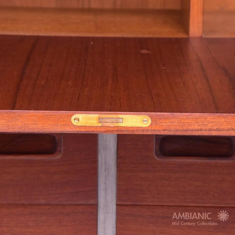 Danish Modern Cabinet with Hutch Teak In Excellent Condition For Sale In National City, CA