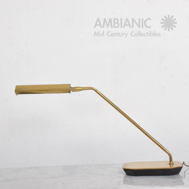 Mid-Century Modern Anthony Howard for Koch & Lowy Brass Desk Table Lamp For Sale 2