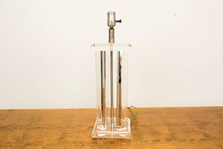 Mid Century Modern Lucite Table Lamp  In Good Condition For Sale In National City, CA