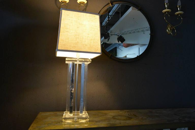 Mid Century Modern Lucite Table Lamp  For Sale 2