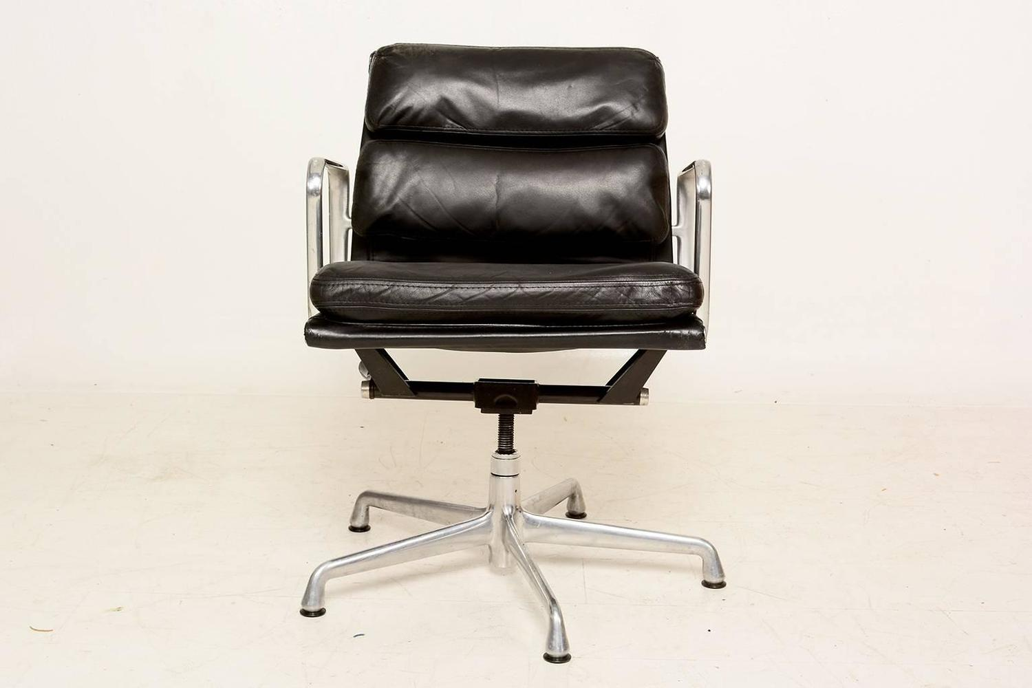 Vintage herman miller eames soft pad aluminum group chair for sale at 1stdibs - Vintage herman miller ...